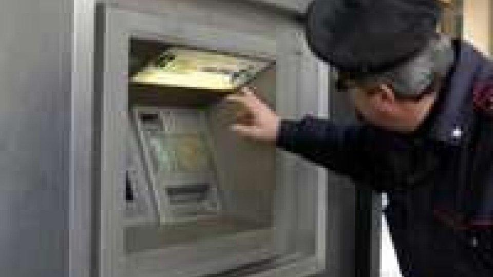 Bologna: rubano 1000 euro con una forchetta, denunciati due romeni.