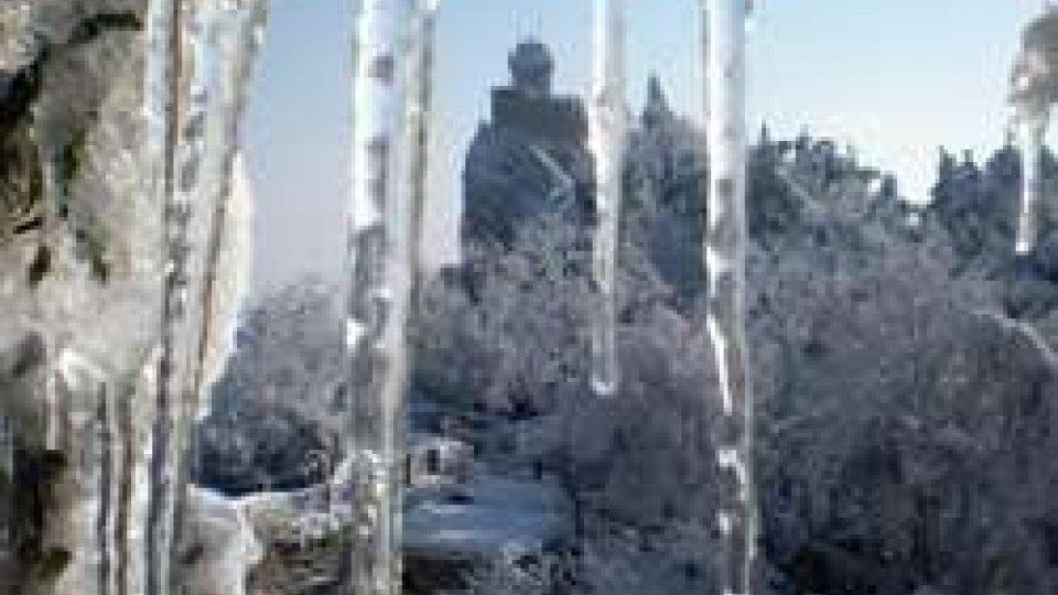 Il Titano sotto la neve