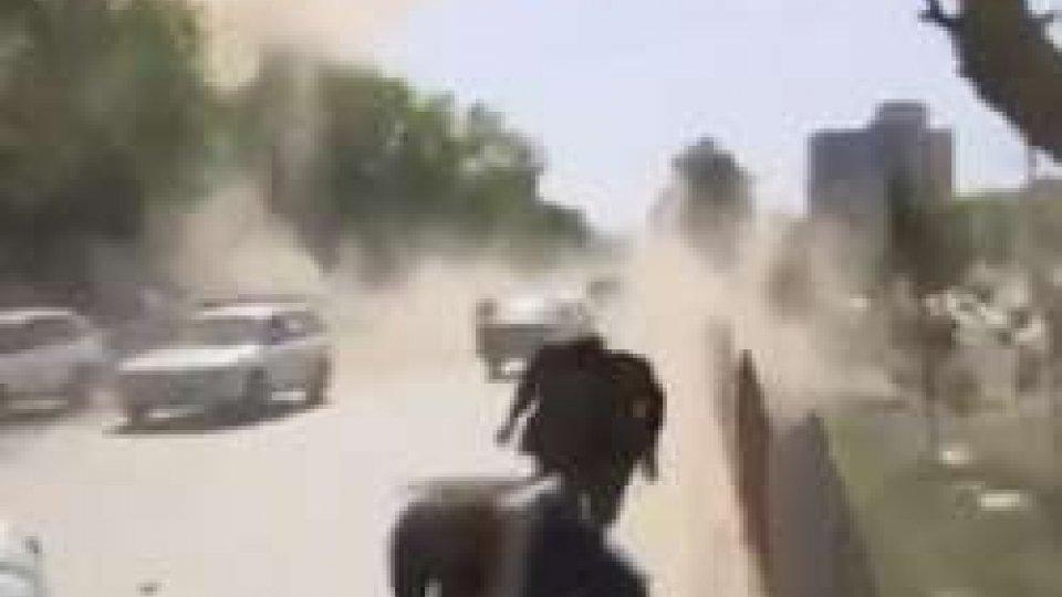Due attentati a KabulAfghanistan: almeno 29 vittime in doppio attentato a Kabul, nove i giornalisti morti