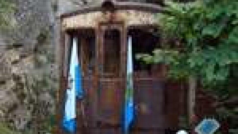 San Marino - Il trenino biancazzurro esce dalla galleria