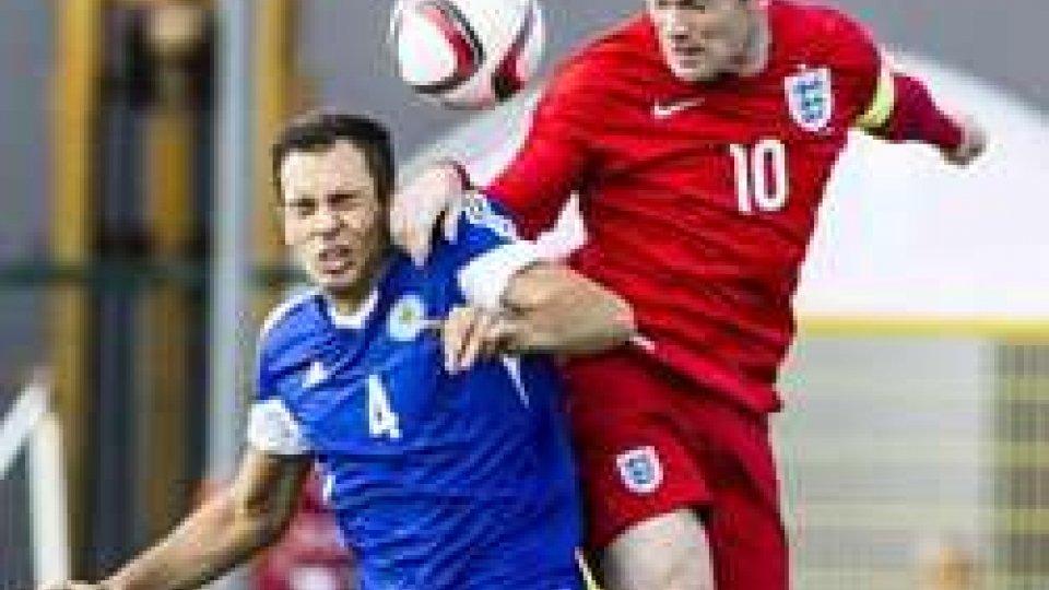 Rooney e Brolli (foto Pruccoli)