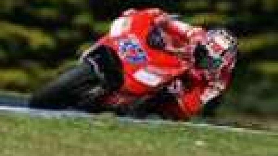 Libere MotoGP: Stoner il più veloce ma Rossi è terzo