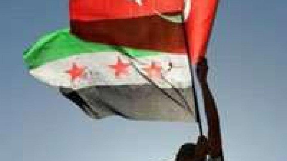 Siria: Nato pronta ad agire con urgenza a fianco Turchia