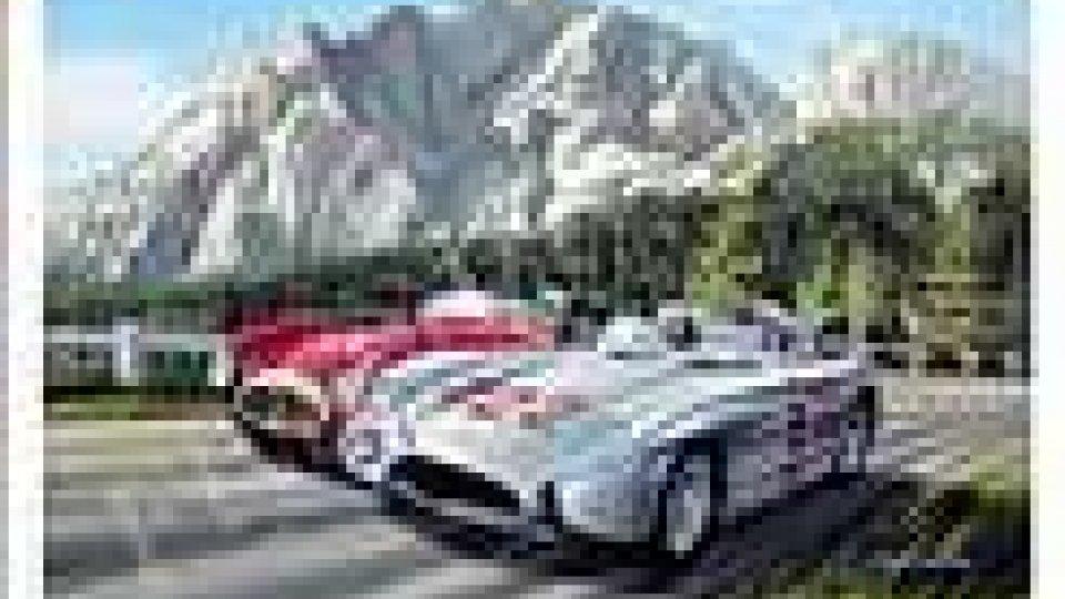 Le auto della 1000 miglia attraversano la Repubblica