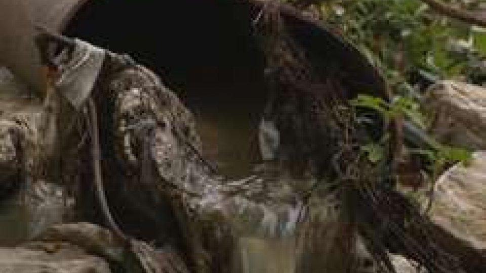 lo scarico nel torrenteScarico fognario ed odori nauseabondi nel Torrente San Marino