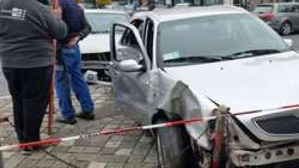 Coinvolti in un incidente automobilistico a Santarcangelo due arabi provenienti da ParigiCoinvolti in un incidente automobilistico a Santarcangelo due arabi provenienti da Parigi, le immagini