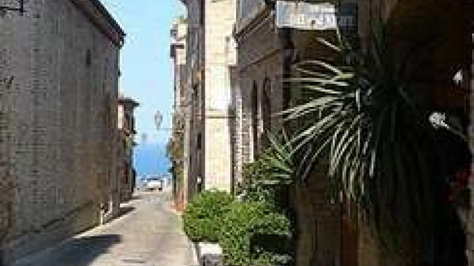 Tre Borghi: Torre di Palme, Moresco e monterubbiano, con Silvia Romio