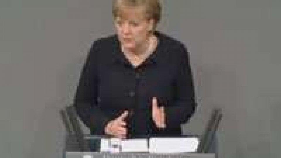 La Merkel  insiste sul freno ai debiti e sulla crescita