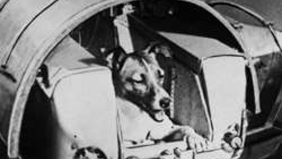 L'Urss lancia nello spazio lo Sputnik 2 con a bordo la cagnolina Laika