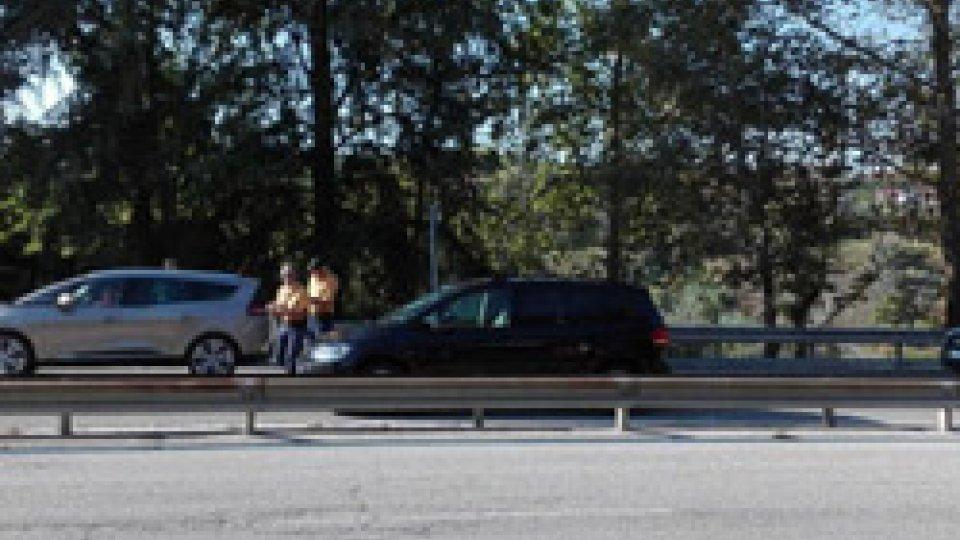 Serravalle: scontro fra auto e scooter