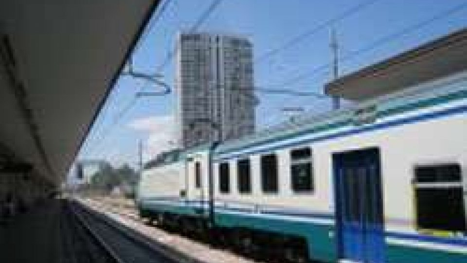 Rimini, tenta di buttare sotto il treno l'ex e la sua nuova compagna incinta: arrestata