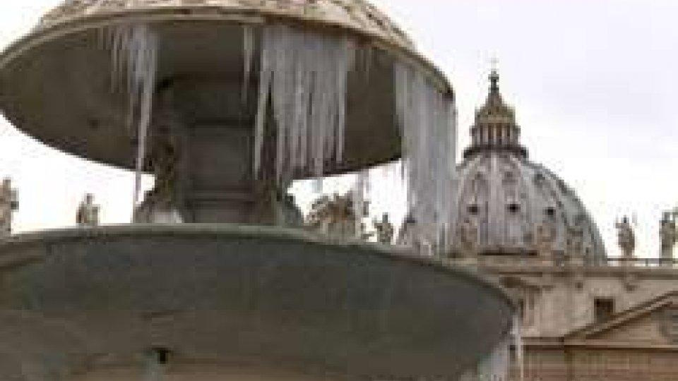 Il gelo a San PietroGelo, il freddo non lascerà ancora l'Italia. Consegne alimentari in tilt