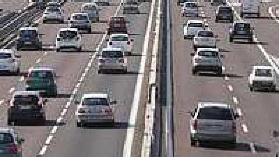 Italiani in vacanza: traffico intenso, ma senza disagi