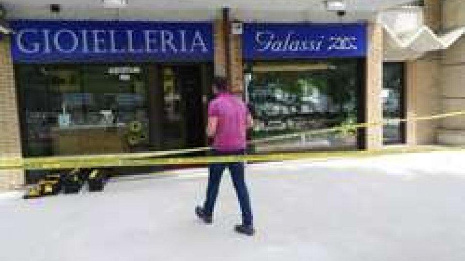 San Marino: violenta rapina alla gioielleria Galassi, malmenata la commessa