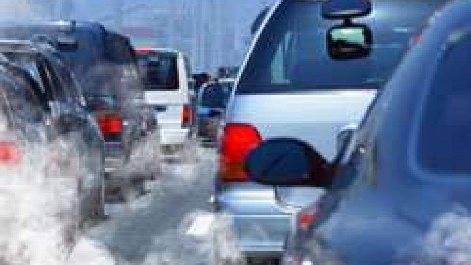 Fano: rischia di partorire bloccata nel traffico, i soccorsi intervengono in tempo