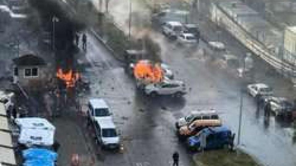 """Assalto armato al tribunale di SmirneTurchia: assalto armato al tribunale di Smirne, 4 morti. Erdogan: """"Non ci divideranno"""""""