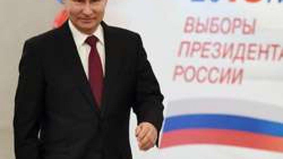 """Plebiscito per Putin, lo """"zar"""" sempre più """"padre della patria"""""""
