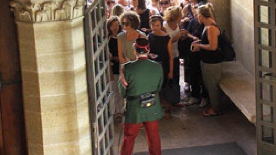 La manifestazione dei docenti sul PianelloDecreto scuola: sciopero insegnanti per la prima settimana di scuola, il Segretario Podeschi risponde