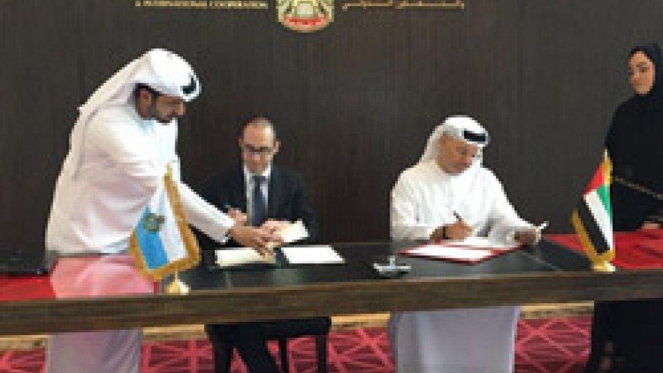 Firma di accordi e colloqui di alto livello per il Segretario di Stato Renzi negli Emirati Arabi Uniti