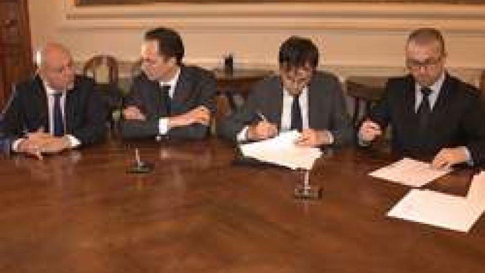 la firma della convenzioneThe Market: Governo e pool di banche firmano la convenzione per il finanziamento a credito agevolato