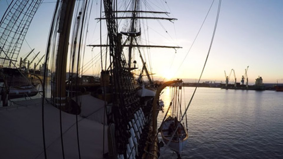 """La Nave VespucciQuesta sera, lo speciale """"Al traverso di Dover"""""""