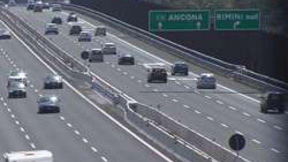 """Traffico: finito il ponte inizia il """"controesodo"""", code in autostrada"""