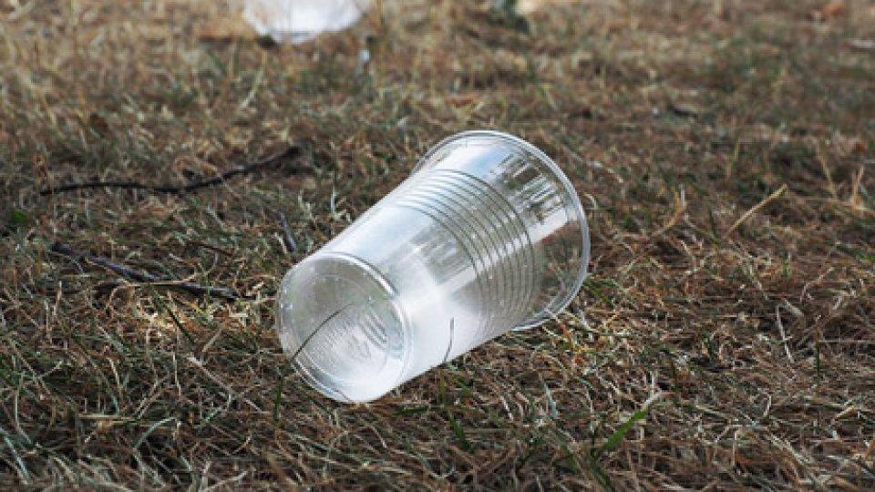 Ministero Ambiente dà l'esempio, da oggi senza plastica monouso