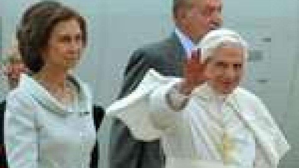 Il papa in visita a Madrid parla di economia