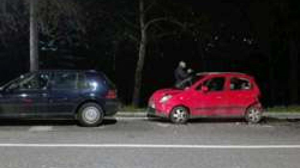 Tamponamento alla rotonda di Serravalle: tre auto coinvolteTamponamento alla rotonda di Serravalle: tre auto coinvolte [LE IMMAGINI]