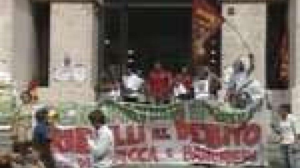 La Cgil in piazza in cento città per protestare contro la Manovra che approda oggi in Senato