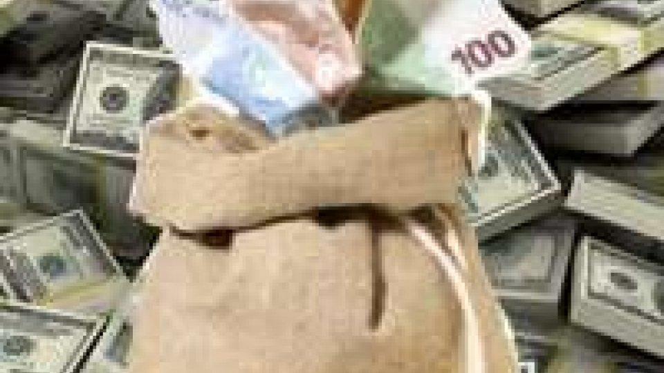 Rimini: trova 40.000 e li consegna ai Carabinieri