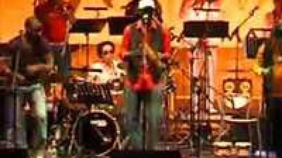I Cubanisimo hanno aperto l'EtnofestivalI Cubanisimo hanno aperto l'Etnofestival
