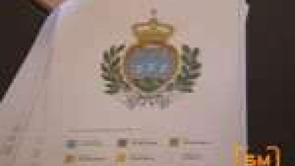 San Marino ha finalmente bandiera e stemma ufficiali