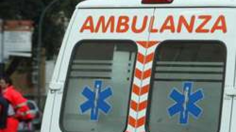 Rimini: all'alba si scontrano moto e camion, un 57enne trasportato in ospedale