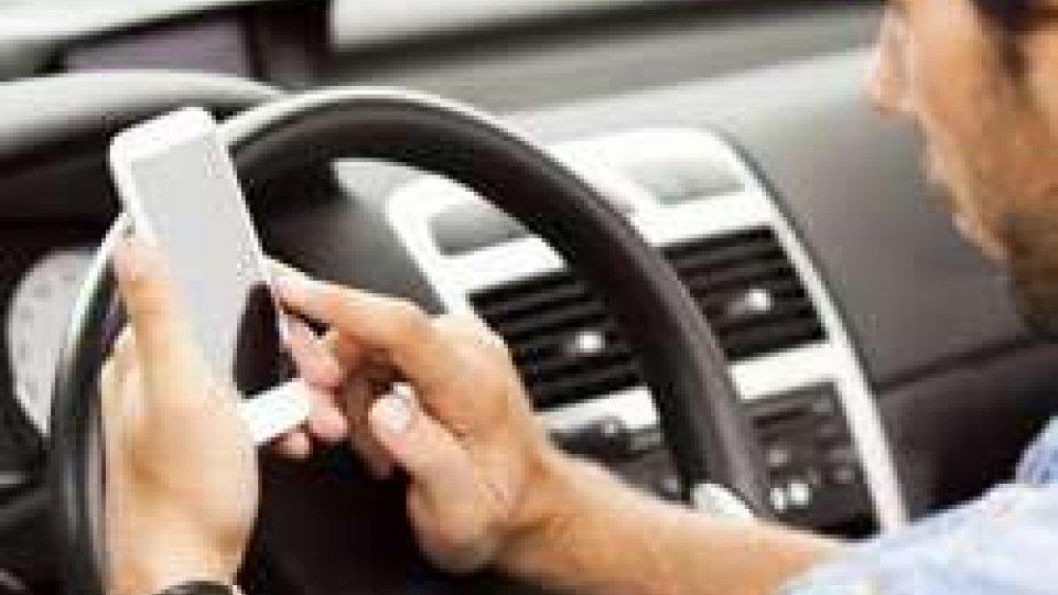 Distrazioni mortali alla guida, colpa dell'uso improprio dei cellulari