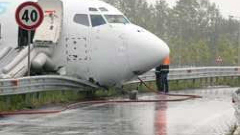 L'aereo, ph AnsaBergamo: aperto il dibattito su sicurezza aeroporto Orio dopo fuori pista