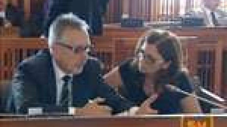 San Marino - Rinvio al 10 settembre per la presentazione della dichiarazione dei redditi: in Consiglio critiche da tutta l'Aula alla Cis Coop