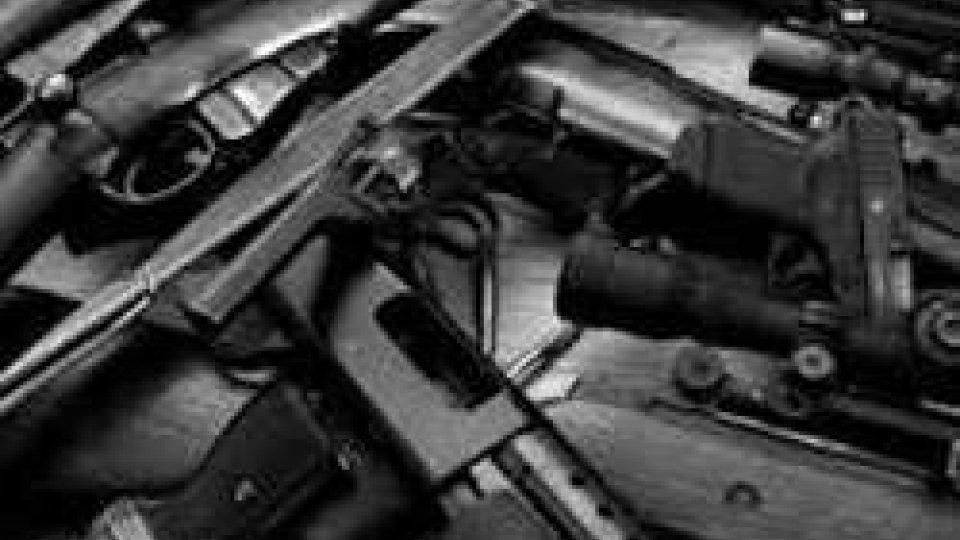 Interrogato albergatore riminese arrestato in inchiesta su traffico d'armi dai Balcani