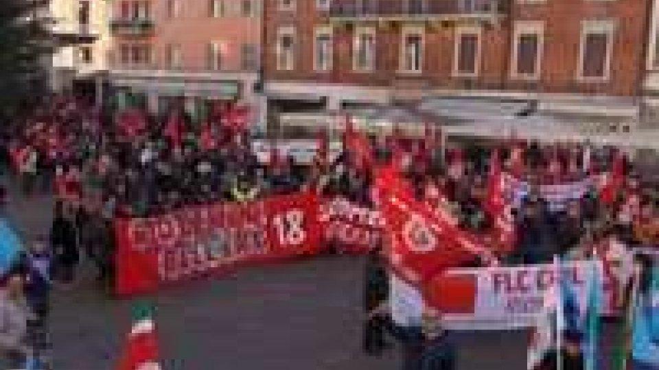 Rimini: 1000 persone allo Sciopero generale di CGIL e UILRimini: 1000 persone allo Sciopero generale di CGIL e UIL, le interviste