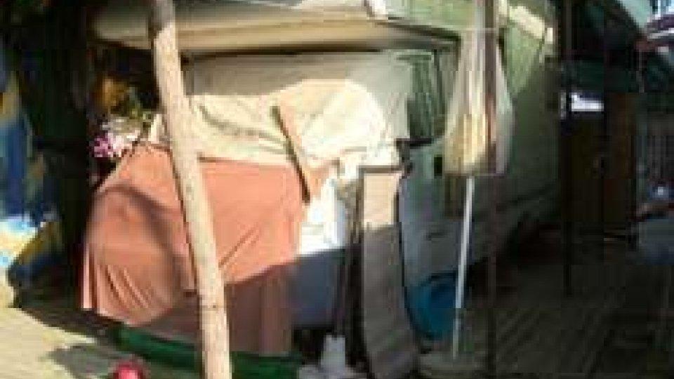 """La vita in un camper per due anziani a CanonicaCanonica, la vita in un camper dei due coniugi anziani, """"ci sentiamo abbandonati"""""""