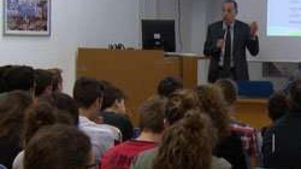Dall'università di Padova a San Marino per parlare del paradosso del cibo.Dall'università di Padova a San Marino per parlare del paradosso del cibo.