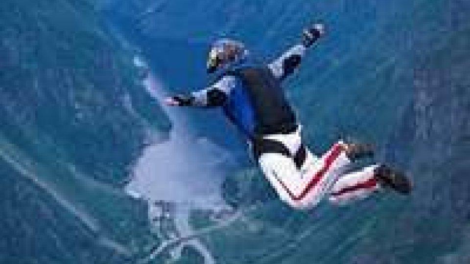 Il paracadute non si apre, base jumper si schianta al suolo