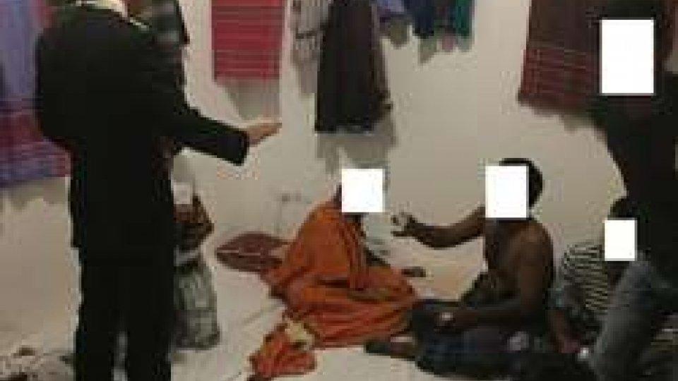 Degrado: 25 bengalesi in due appartamenti