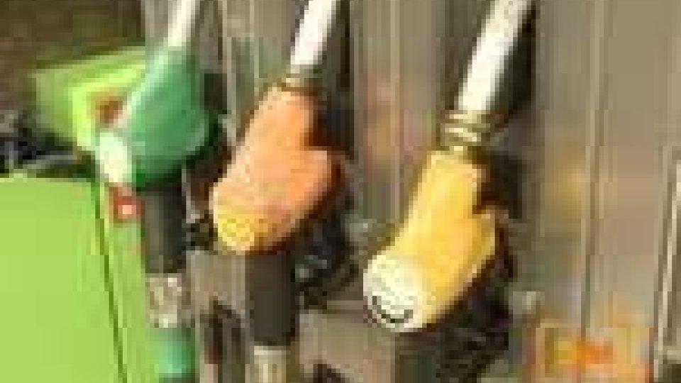 San Marino - Abbassare il prezzo della benzina e fare controlli sulle pompe di vendita