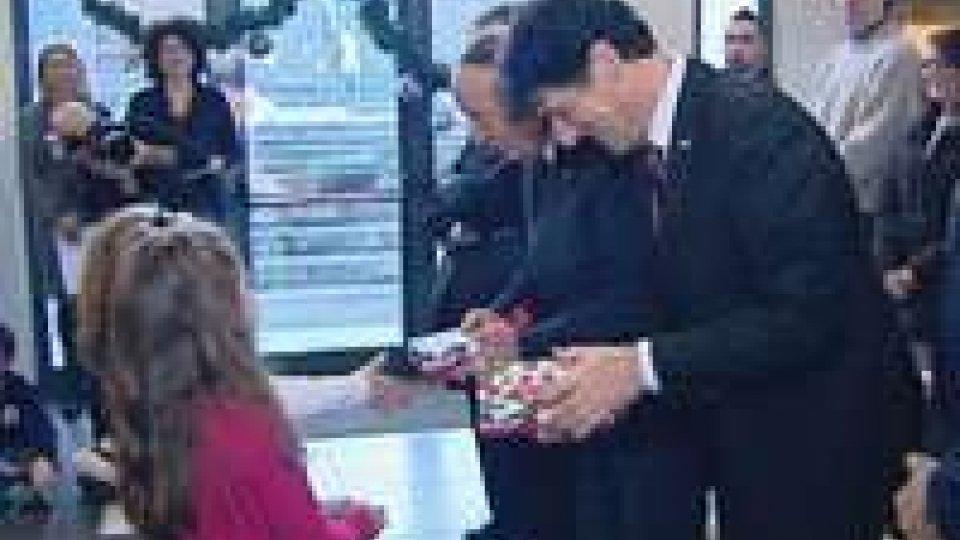 San Marino: continuano le visite dei Capitani Reggenti alle scuole per NataleSan Marino: continuano le visite dei Capitani Reggenti alle scuole per Natale