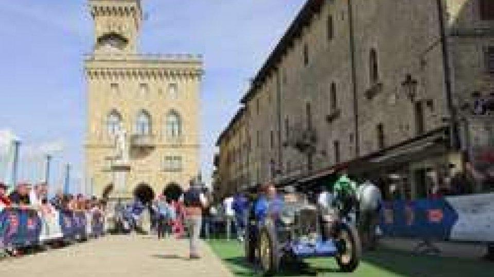 San Marino saluta la Freccia Rossa con l'entusiasmo di uno strepitoso pubblico internazionale in Piazza della Libertà