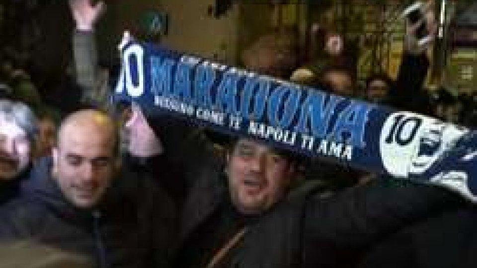 I tifosi non dimenticano MaradonaMaradona al San Carlo di Napoli accende la platea