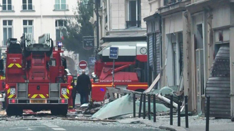 ParigiParigi: esplosione in pieno Centro per fuga di gas. 3 vittime. Tra i feriti 4 italiani