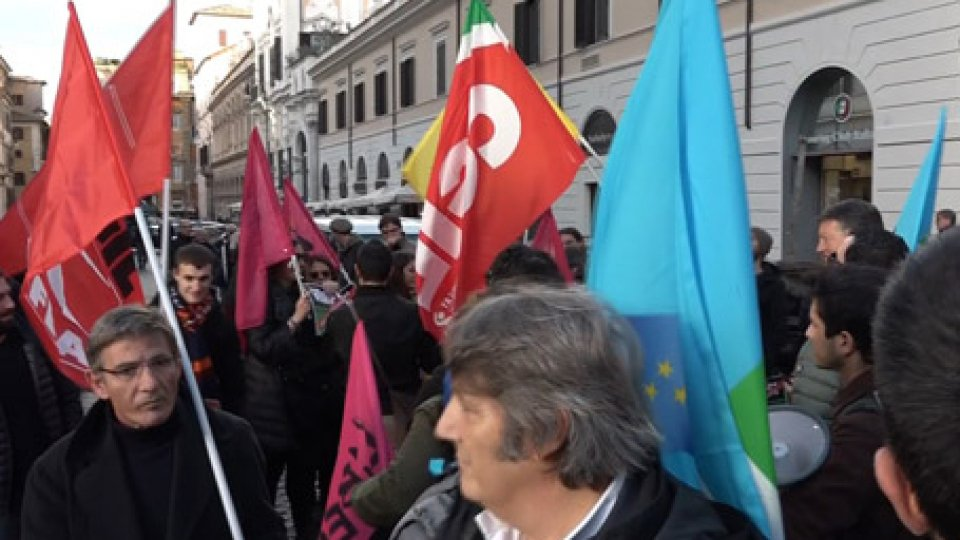 In piazza si protesta contro il decreto sicurezzaEntro la fine dell'anno il governo deve approvare numerosi e dibattuti provvedimenti