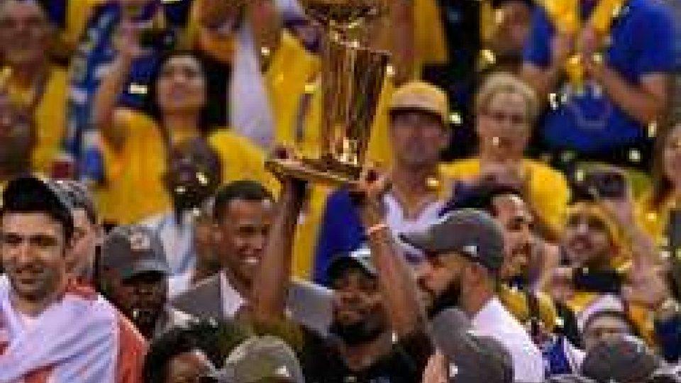 I Warriors alzano la coppa